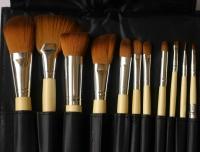 Набор кистей с бамбуковыми ручками: 11 шт+косметичка
